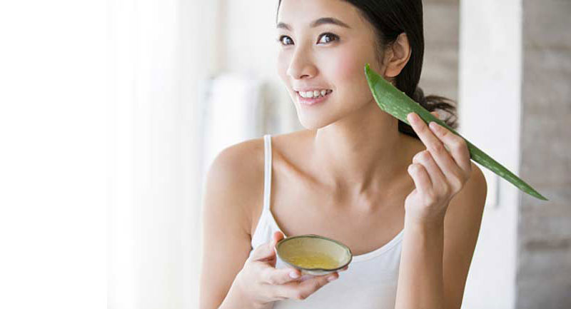 How to Use Aloe Vera Gel on the Face